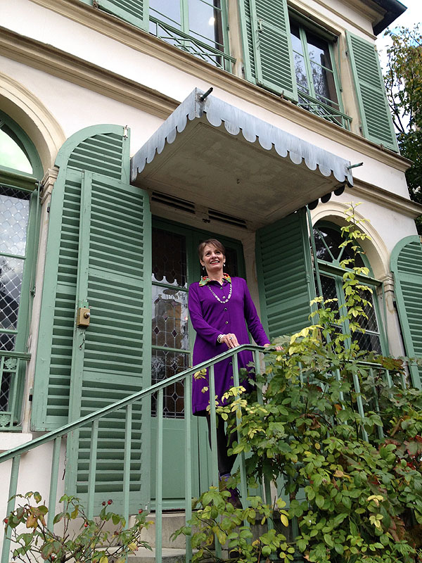 Alice in a purple Alice & Co dress outside La Musee de la vie Romantique Paris