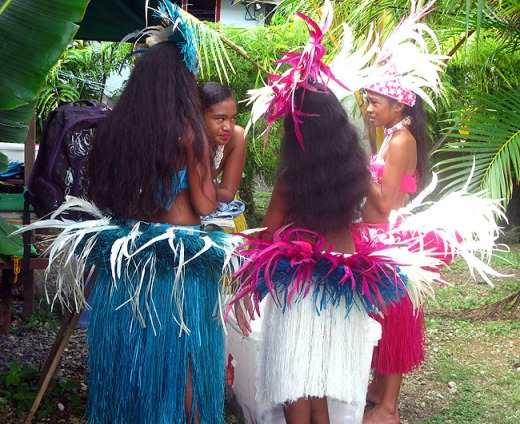 Hula dancing girls Rarotonga