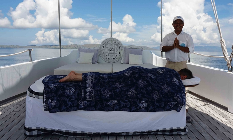 Massage on deck of the Alexa
