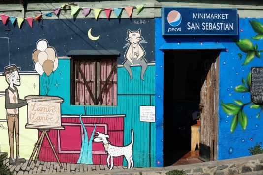 MINIMARKET WITH MURAL MUSEO A CIEL ABIERTO VALPARISO CHILE